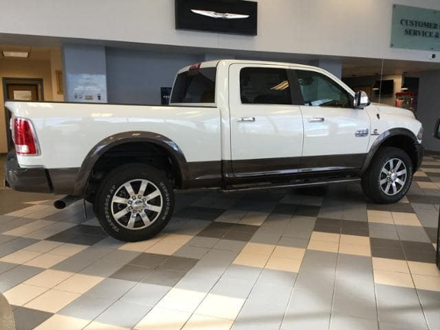 2017 Ram 3500 Crew Cab 4x4 Pickup #HG766388 - photo 16