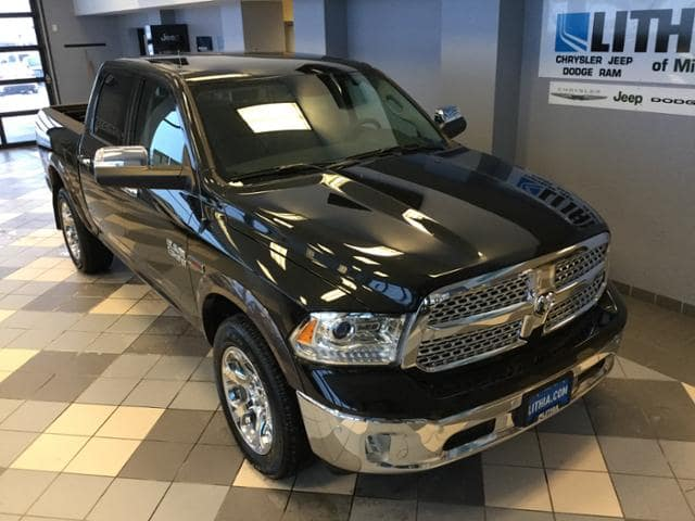 2017 Ram 1500 Crew Cab 4x4 Pickup #HS875632 - photo 4