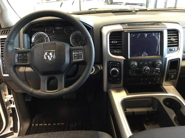 2018 Ram 1500 Crew Cab 4x4, Pickup #JS109840 - photo 26