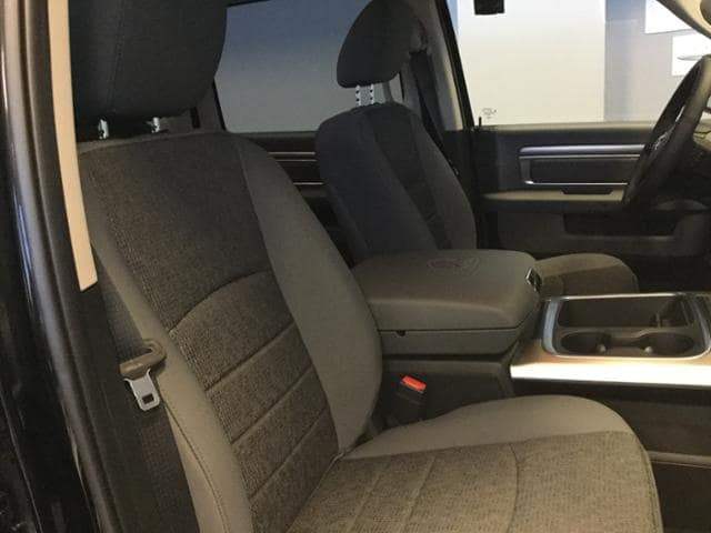 2018 Ram 1500 Crew Cab 4x4, Pickup #JS156165 - photo 10