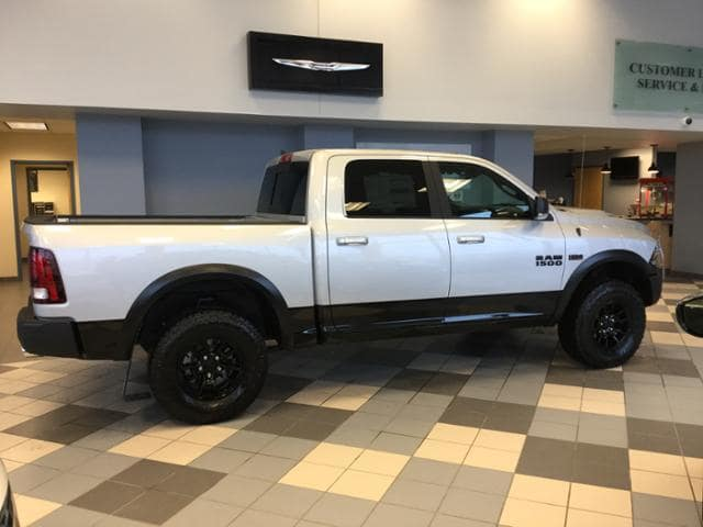 2018 Ram 1500 Crew Cab 4x4, Pickup #JS197687 - photo 9