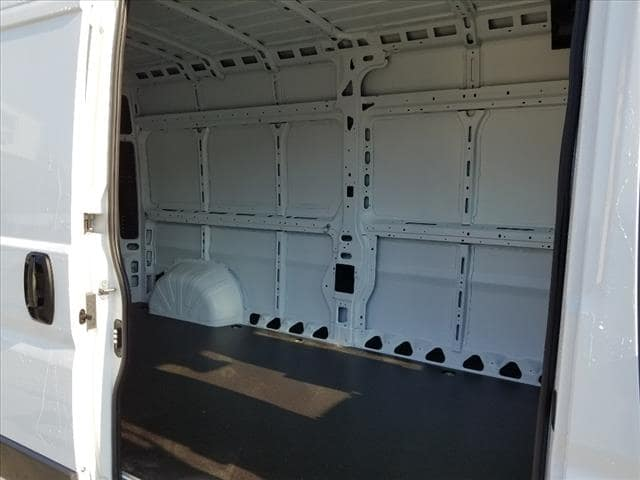 2018 ProMaster 2500 High Roof 4x2,  Empty Cargo Van #D18257 - photo 11