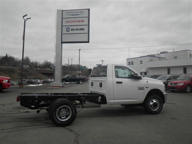 2017 Ram 3500 Regular Cab DRW 4x4 Cab Chassis #N17168 - photo 4