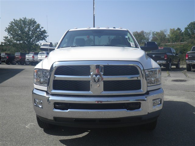 2017 Ram 3500 Regular Cab DRW 4x4 Cab Chassis #N17304 - photo 5