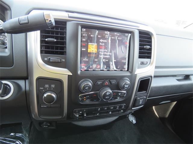 2018 Ram 3500 Crew Cab DRW 4x4, Pickup #111944 - photo 20