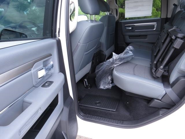 2016 Ram 1500 Crew Cab, Pickup #368590 - photo 11