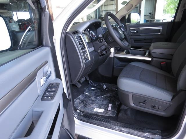 2016 Ram 1500 Crew Cab 4x4, Pickup #372002 - photo 15