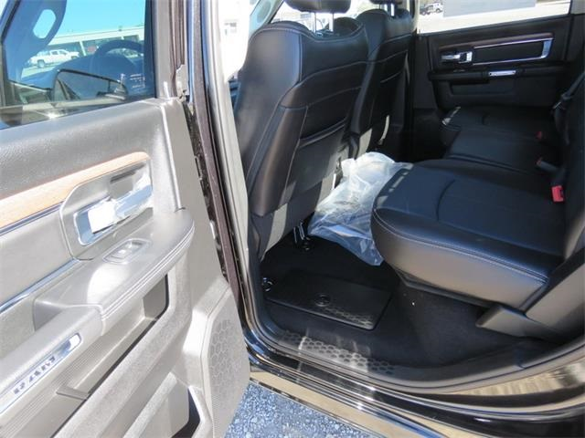 2017 Ram 1500 Crew Cab 4x4, Pickup #881567 - photo 11