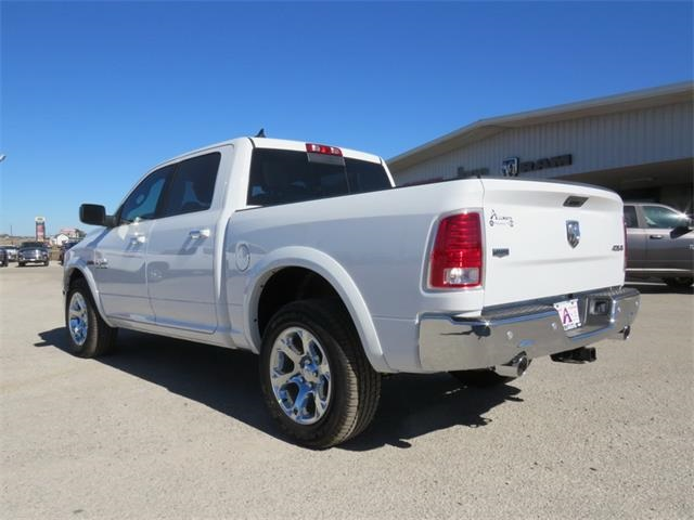 2017 Ram 1500 Crew Cab 4x4, Pickup #882866 - photo 4