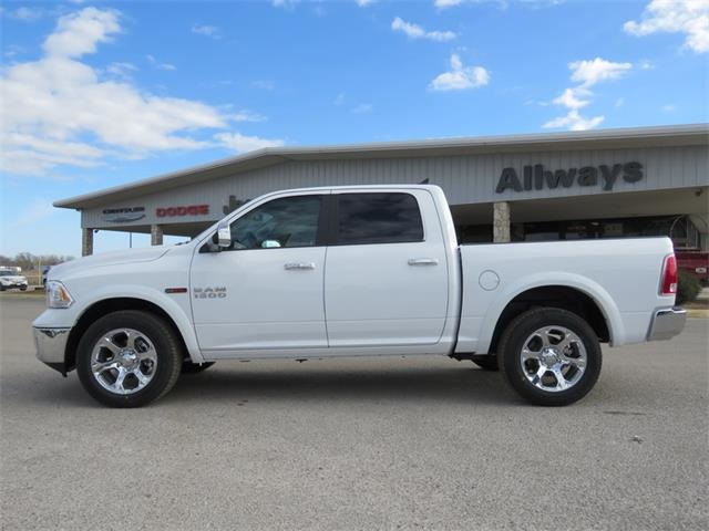 2017 Ram 1500 Crew Cab 4x4, Pickup #882946 - photo 5