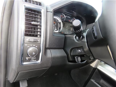 2017 Ram 1500 Crew Cab 4x4, Pickup #882946 - photo 16