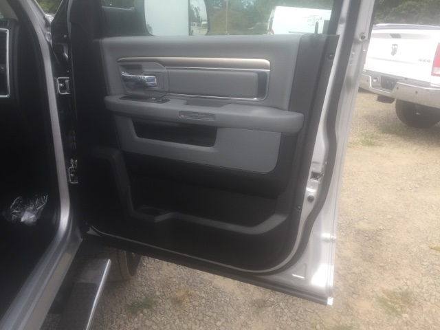 2018 Ram 5500 Crew Cab DRW, Cab Chassis #26503 - photo 16