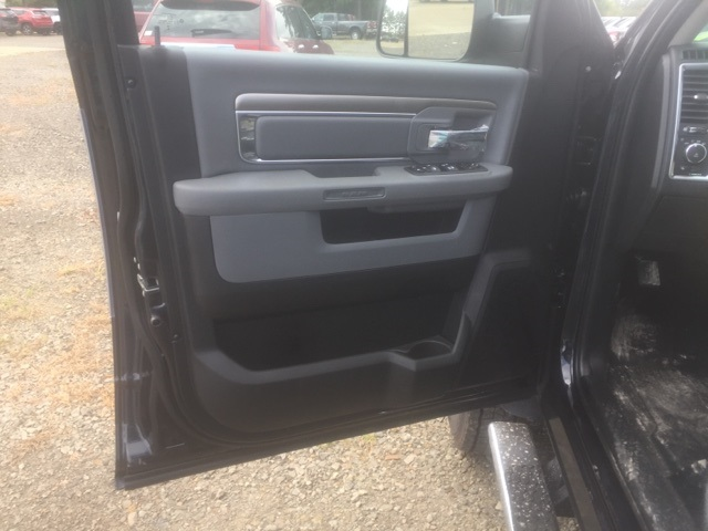 2018 Ram 5500 Crew Cab DRW, Cab Chassis #26550 - photo 11
