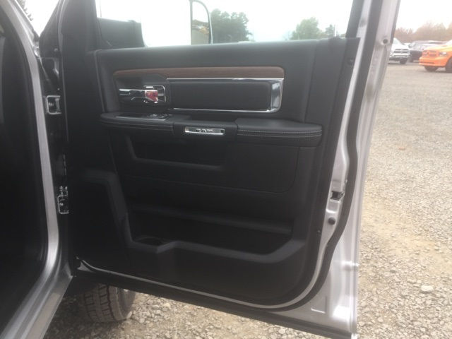 2018 Ram 5500 Crew Cab DRW, Cab Chassis #26763 - photo 18