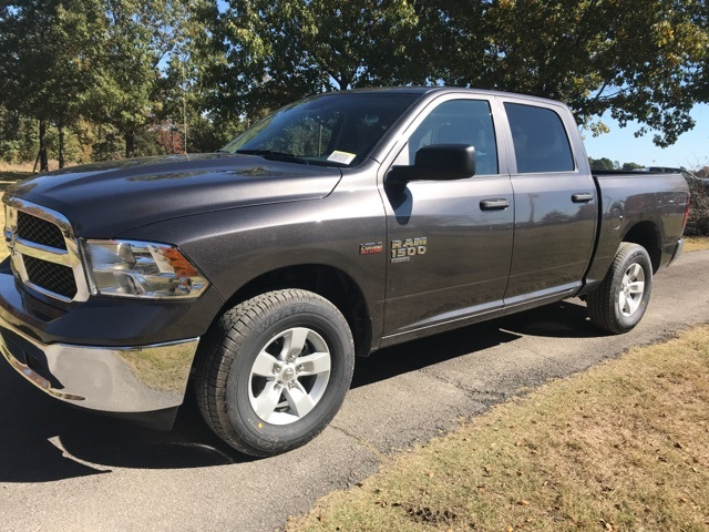2019 Ram 1500 Crew Cab 4x4,  Pickup #KS551470 - photo 1