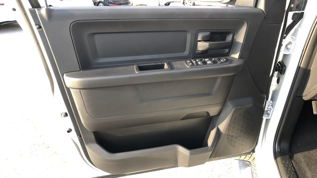 2018 Ram 3500 Crew Cab DRW 4x4, Pickup #C8531 - photo 25
