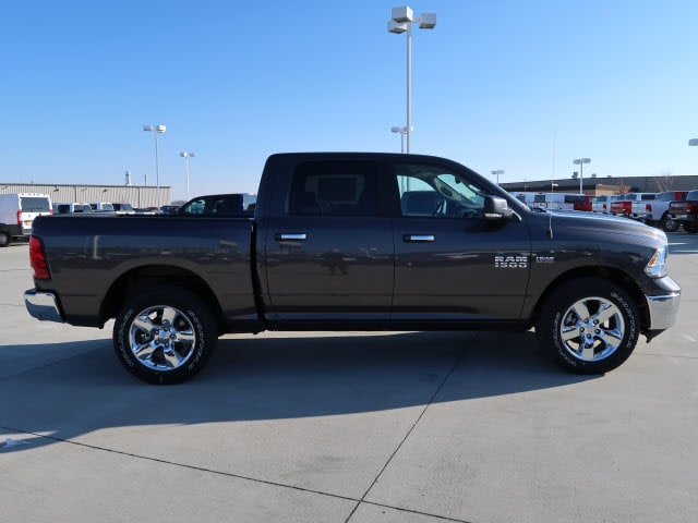 2018 Ram 1500 Crew Cab 4x4, Pickup #DT2357 - photo 7