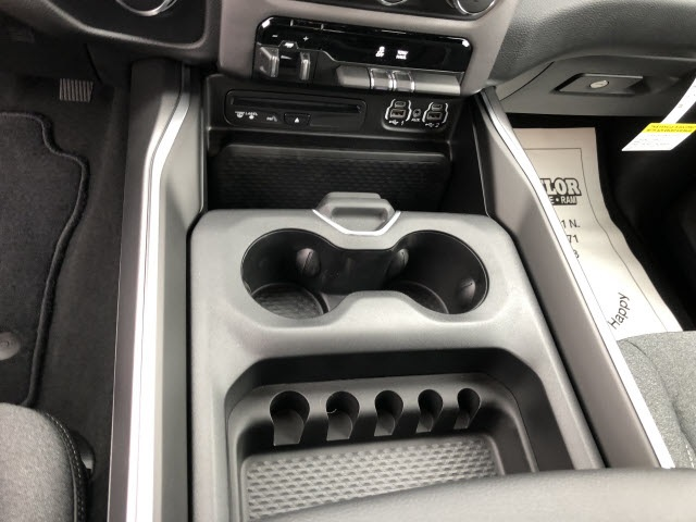 2019 Ram 1500 Crew Cab 4x4,  Pickup #676000 - photo 9