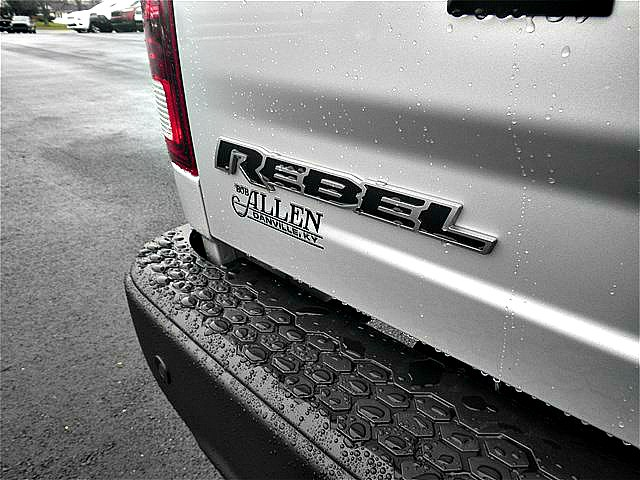 2018 Ram 1500 Crew Cab 4x4, Pickup #C18132 - photo 21
