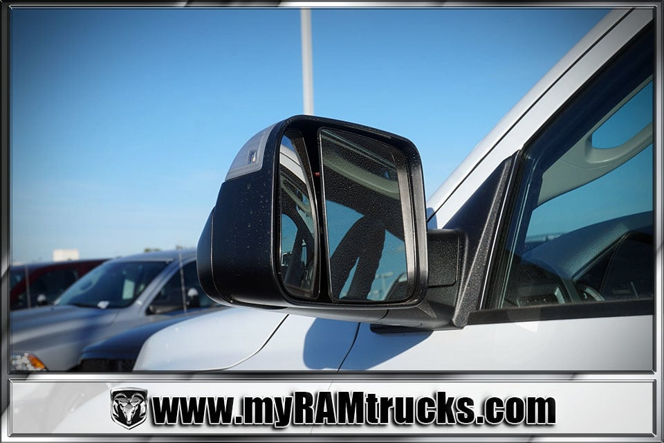 2018 Ram 2500 Crew Cab 4x4 Pickup #8T3028 - photo 9