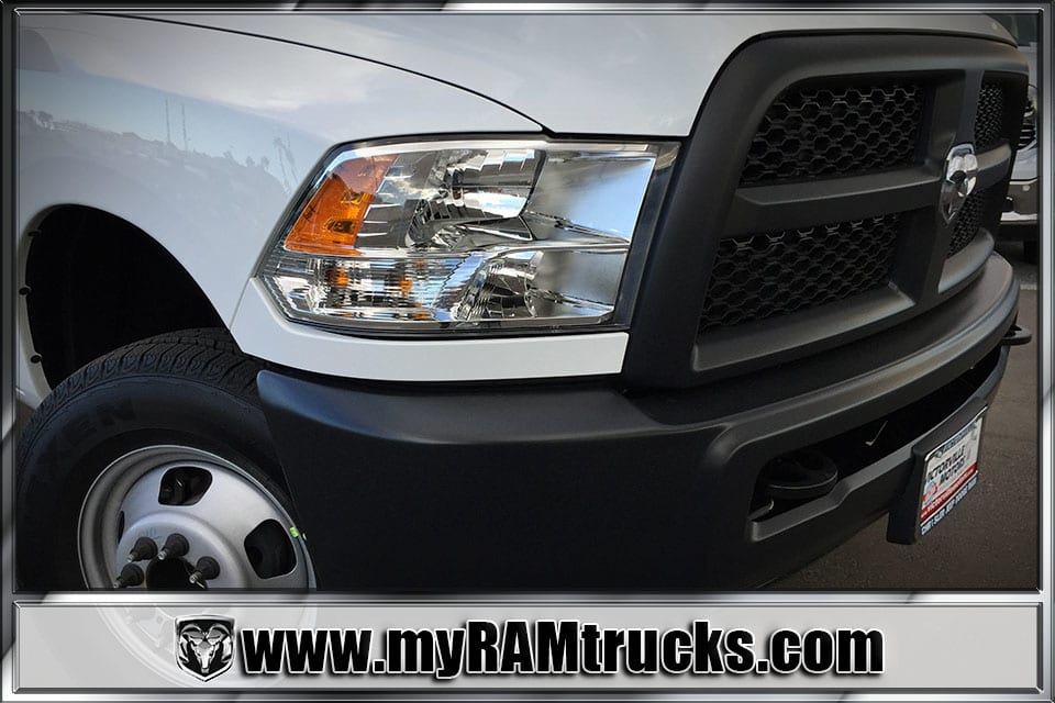 2018 Ram 3500 Regular Cab DRW 4x4, Cab Chassis #8T5026 - photo 4