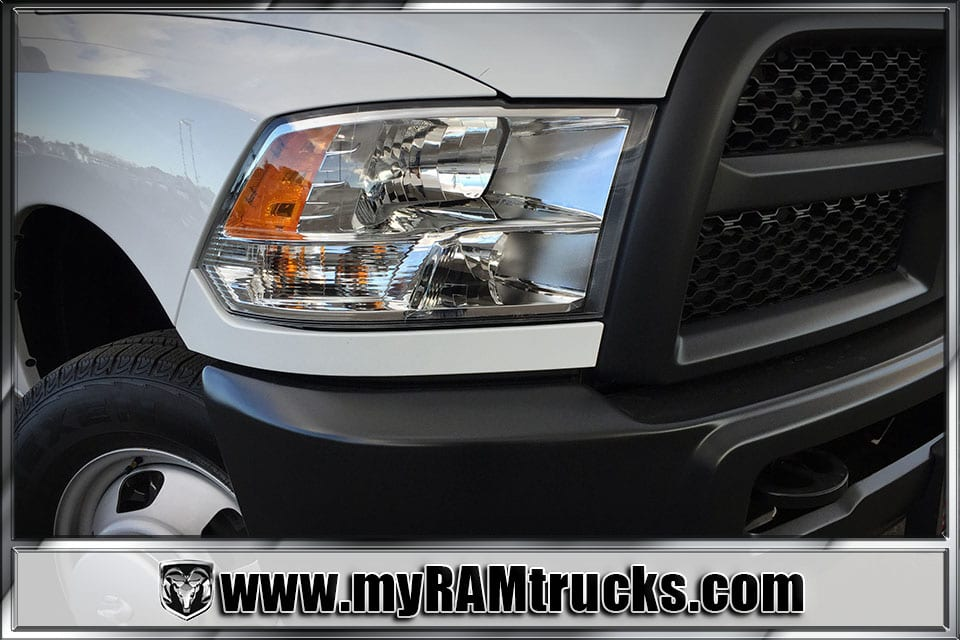 2018 Ram 3500 Regular Cab DRW 4x4, Cab Chassis #8T5027 - photo 4