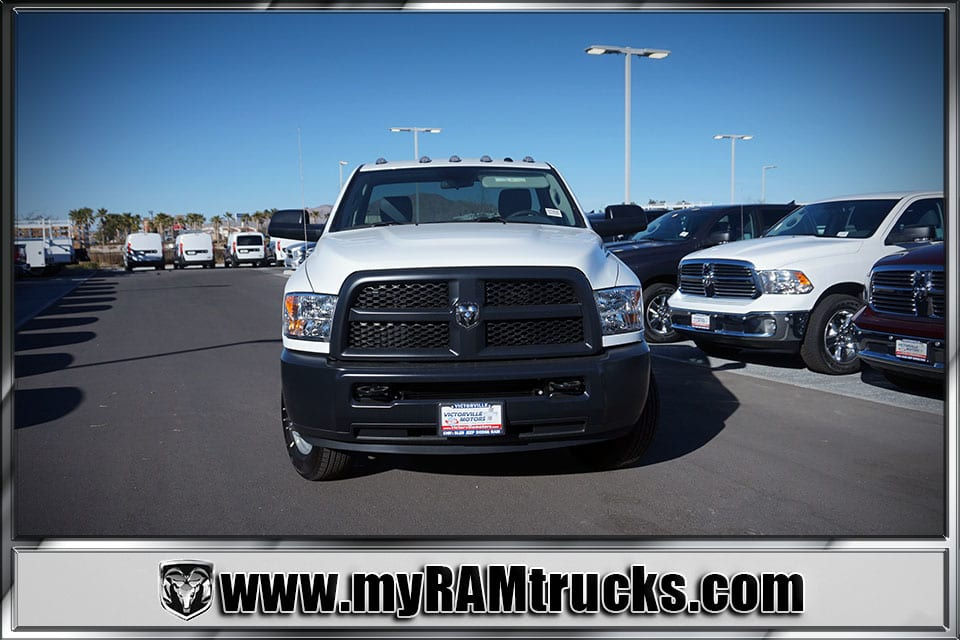 2018 Ram 3500 Regular Cab DRW 4x4, Cab Chassis #8T5028 - photo 3
