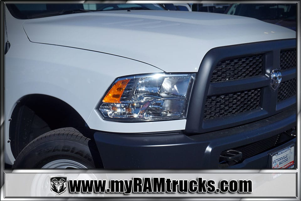2018 Ram 3500 Regular Cab DRW 4x4, Cab Chassis #8T5028 - photo 4