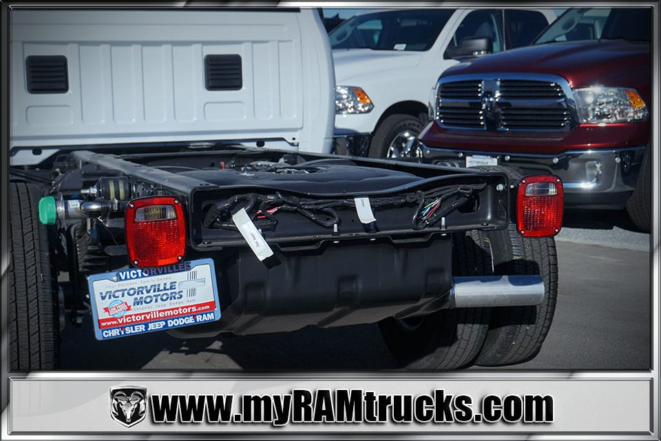 2018 Ram 3500 Regular Cab DRW 4x4, Cab Chassis #8T5028 - photo 6