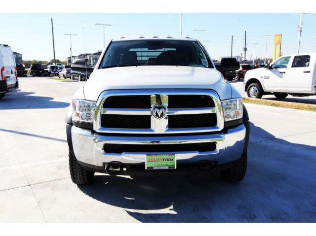 2017 Ram 5500 Crew Cab DRW 4x4, Platform Body #HG773179 - photo 3