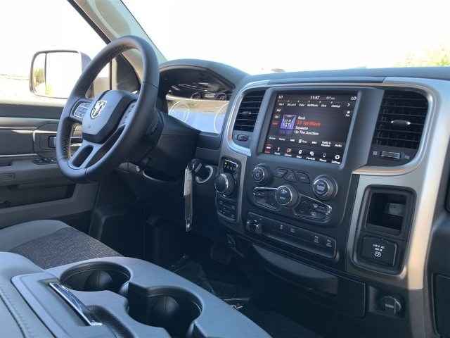 2019 Ram 1500 Crew Cab 4x4,  Pickup #KS536410 - photo 5