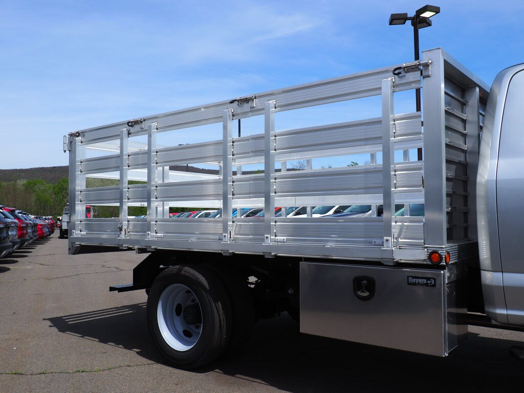 2019 F-550 Super Cab DRW 4x4, Stake Bed #10390T - photo 3