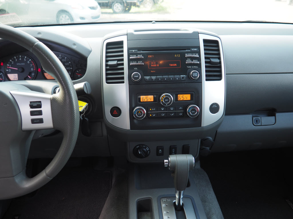 2013 Nissan Frontier Crew Cab 4x4, Pickup #10689A - photo 11