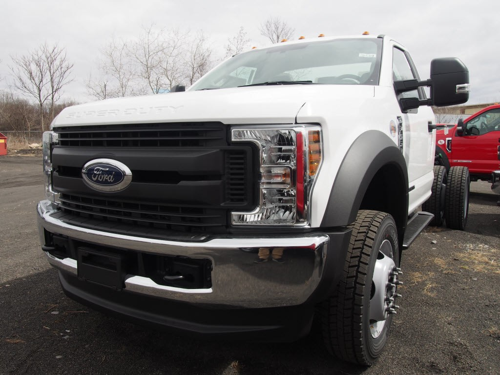 2018 F-550 Regular Cab DRW 4x4,  Cab Chassis #9549T - photo 4