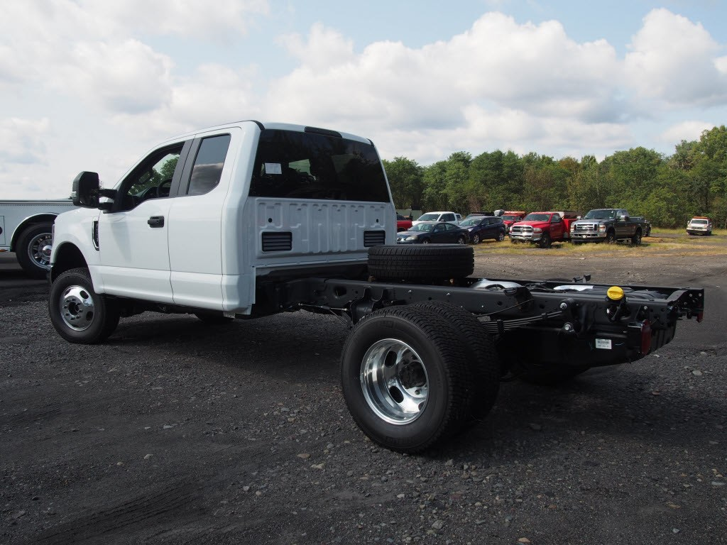 2019 F-350 Super Cab DRW 4x4,  Cab Chassis #9753T - photo 6