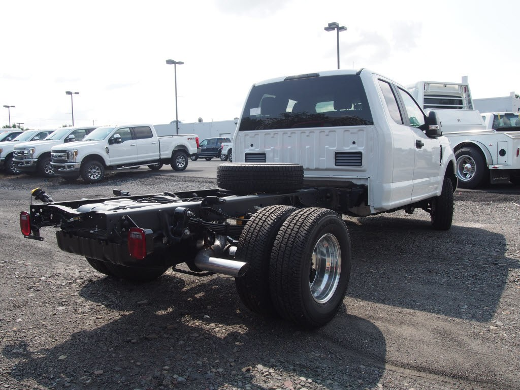 2019 F-350 Super Cab DRW 4x4,  Cab Chassis #9753T - photo 2