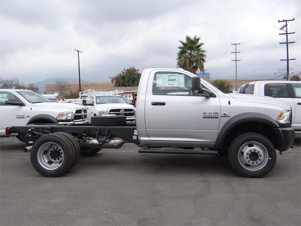 2018 Ram 5500 Regular Cab DRW 4x2,  Cab Chassis #R1754T - photo 3