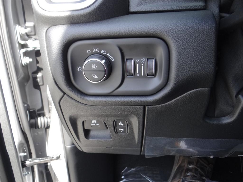 2019 Ram 1500 Crew Cab 4x2,  Pickup #R1861 - photo 15