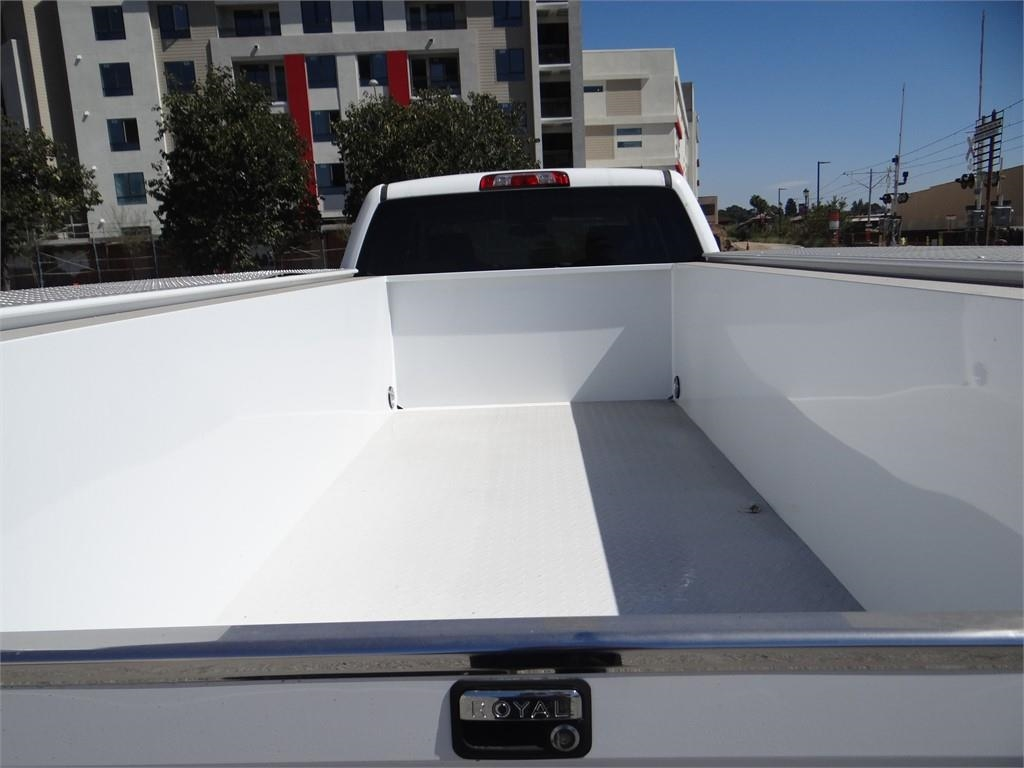 2018 Silverado 3500 Crew Cab 4x2,  Royal Service Body #C157705 - photo 20