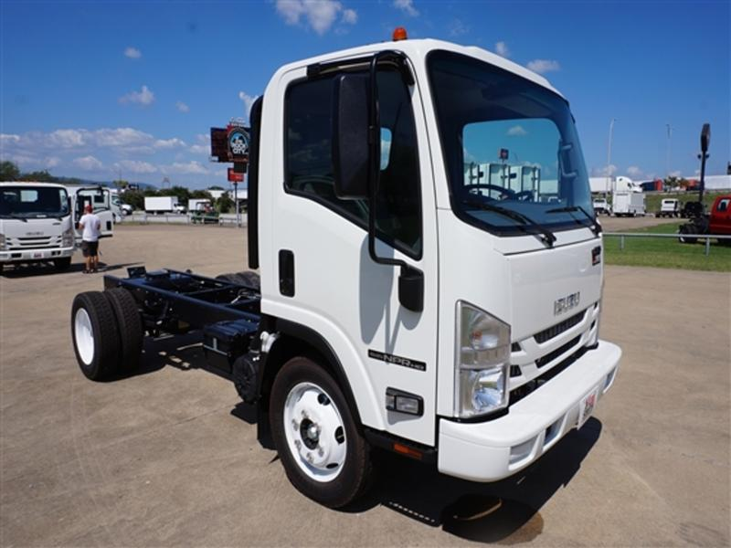 2016 NPR Regular Cab 4x2,  Cab Chassis #GS806864 - photo 3
