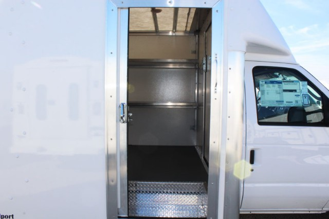 2018 E-350 4x2,  Rockport Cutaway Van #CF8204 - photo 5