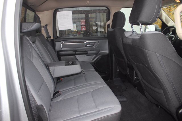 2019 Ram 1500 Crew Cab 4x4, Pickup #RU579A - photo 32