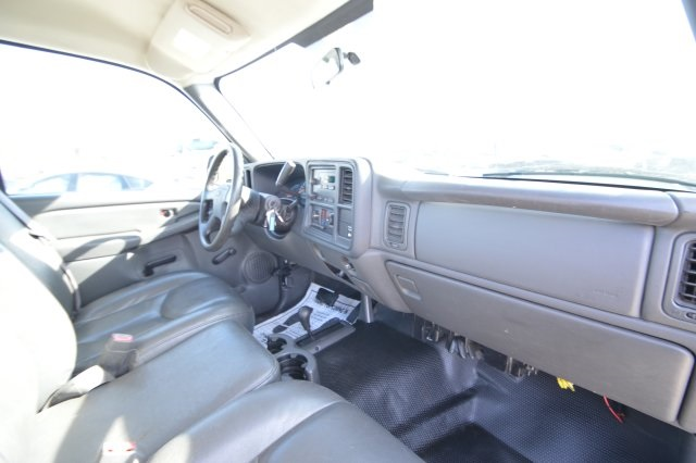 2007 Silverado 2500 Regular Cab 4x4 Cab Chassis #127458C - photo 18