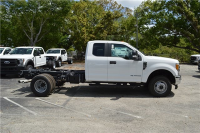 2017 F-350 Super Cab DRW 4x4,  Cab Chassis #HE74942 - photo 3