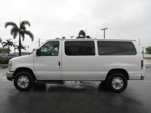 2008 E-350, Passenger Wagon #A80257 - photo 10