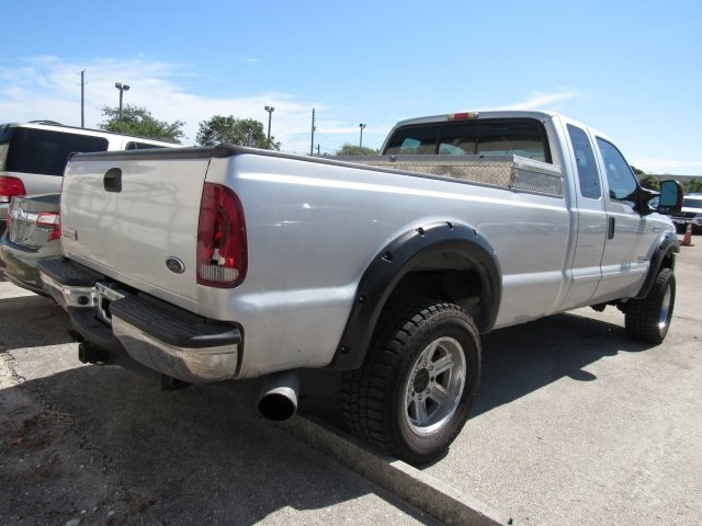 2005 F-250 Super Cab 4x4, Pickup #B03440 - photo 2