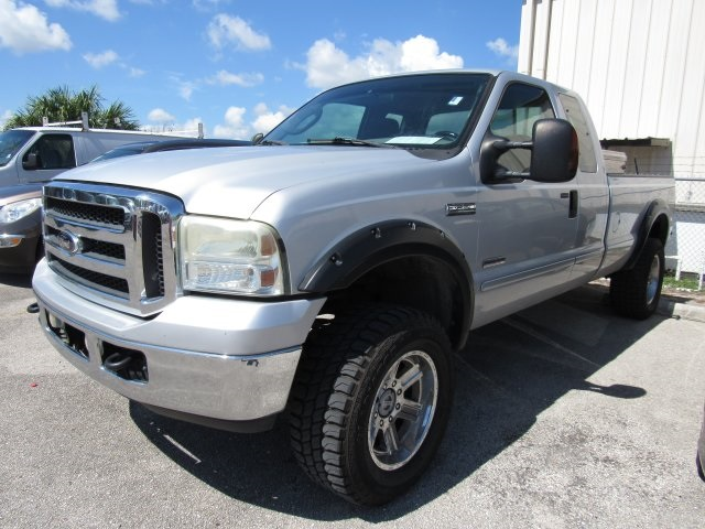 2005 F-250 Super Cab 4x4, Pickup #B03440 - photo 5
