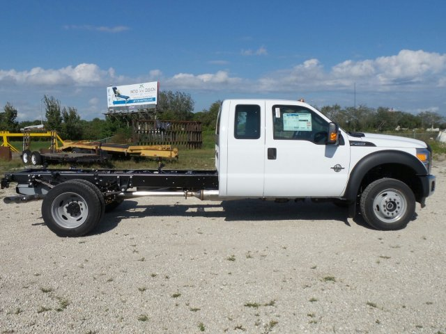 2016 F-450 Super Cab DRW 4x4, Cab Chassis #GEB26567 - photo 3