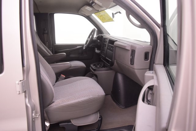 2007 Savana 3500,  Passenger Wagon #148272 - photo 2