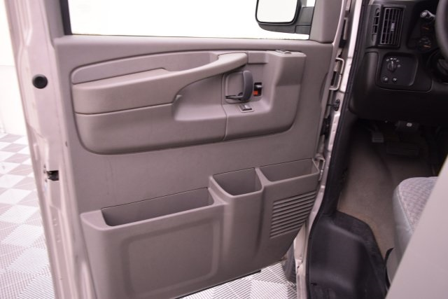 2007 Savana 3500,  Passenger Wagon #148272 - photo 18